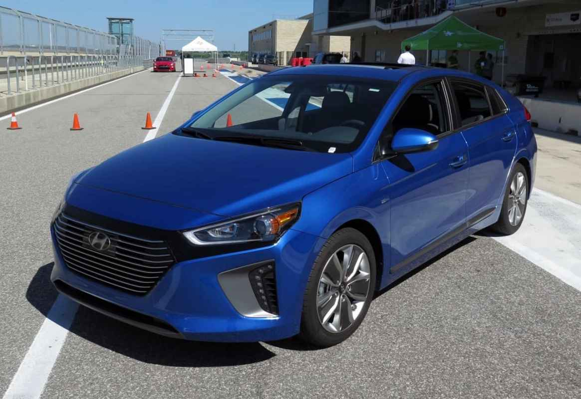 First Look: 2017 Hyundai Ioniq Hybrid