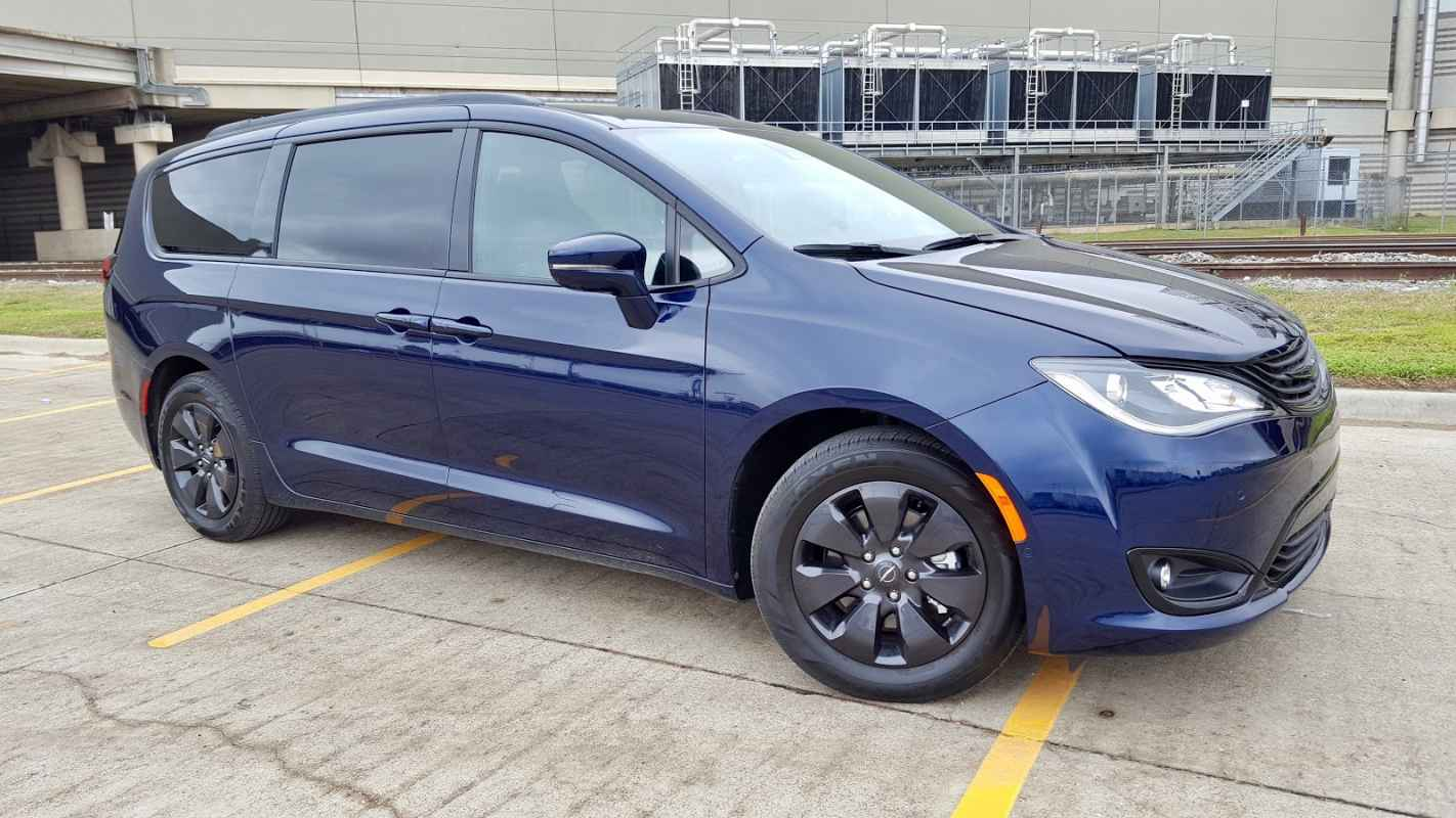 2019 Chrysler Pacifica Limited Hybrid Review