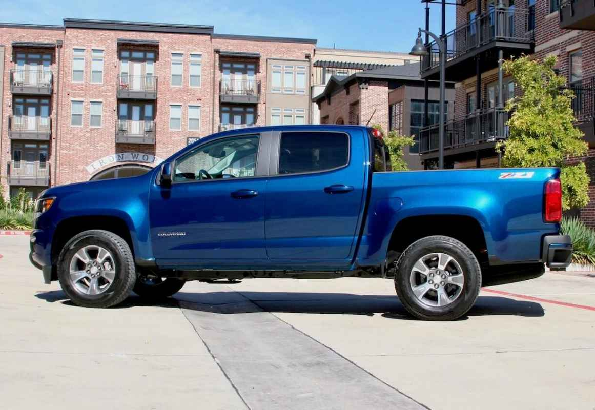 The 2019 Chevrolet Colorado Z71 Conquers Road Ahead And Looks Good Doing It Carprousa